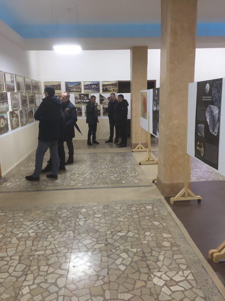 """U Centru za kulturu postavljena umjetničko-dokumentaristička izložba""""Srednjovjekovna Bosna"""""""